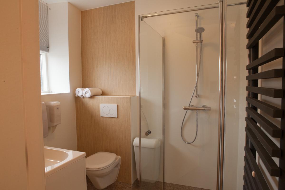 kamer 3 Stadslogement KingSize Sneek - badkamer