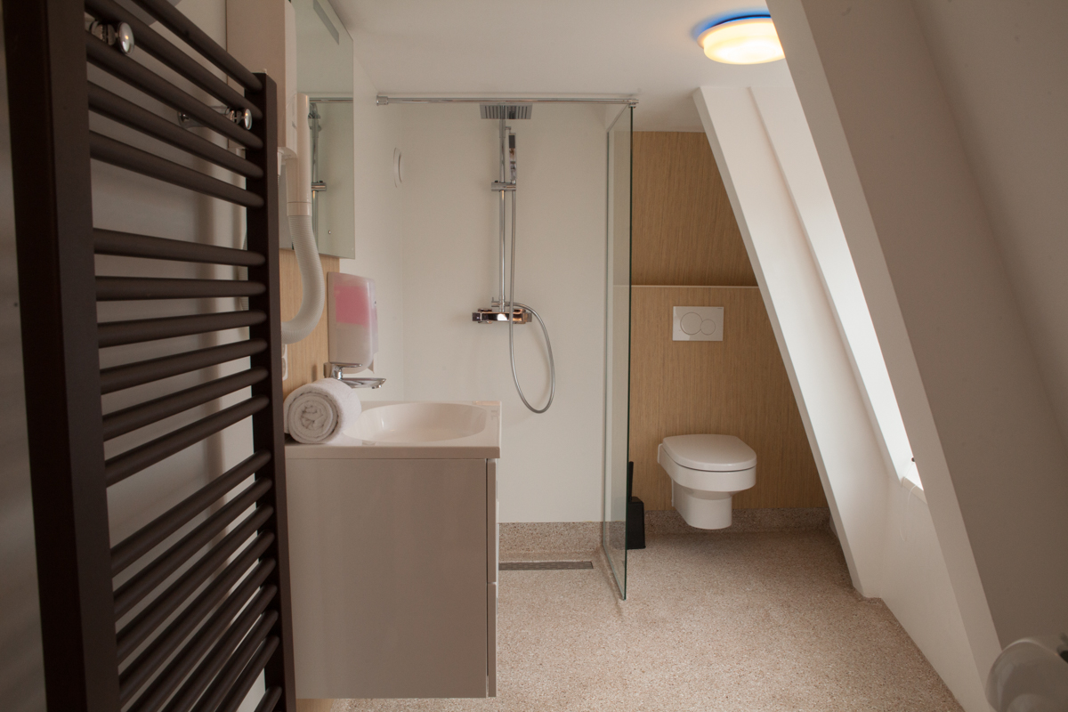kamer 4 Stadslogement KingSize Sneek - badkamer