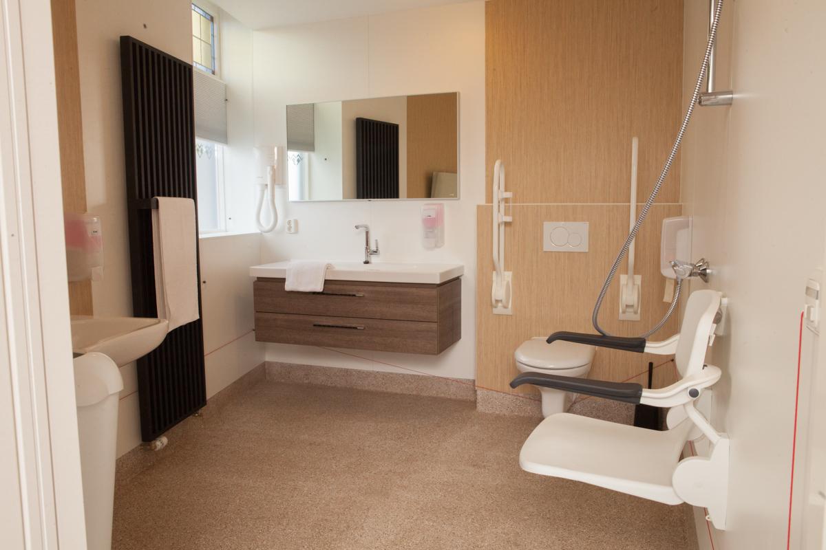 Kamer 1 (rolstoelvriendelijk) Stadslogement KingSize -badkamer